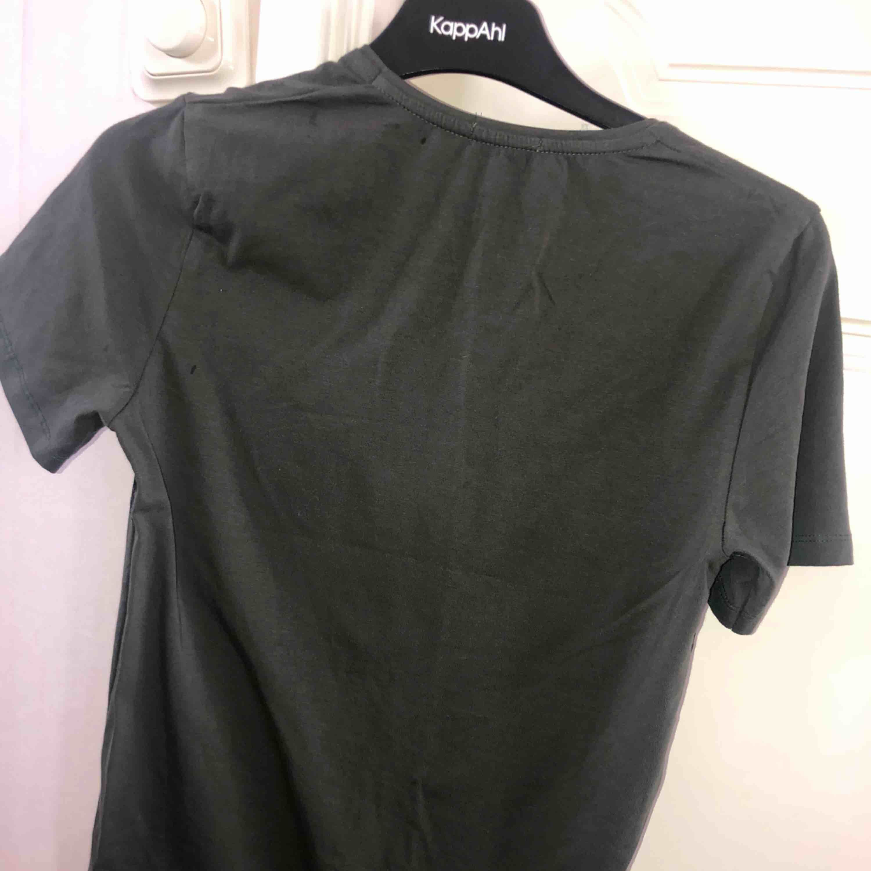 Oanvänd Fendi t-shirt (A-kopia). T-shirts.