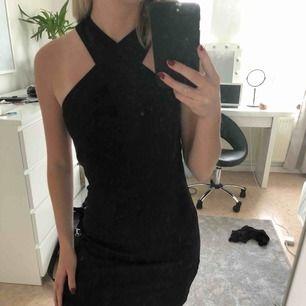 Jättesnygg klänning från Mango i storlek S. Använd fåtal gånger så den är i fint skick! 😀