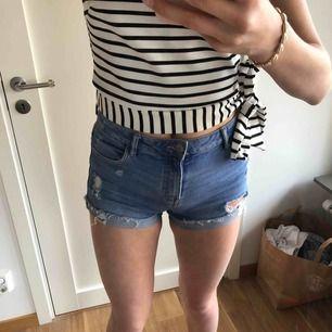 Slitna jeansshorts från Zara som tyvärr är för korta för mig.