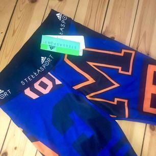 Helt oanvända Adidas/Stella McCartney-träningsbyxor i strl M (mer som S)