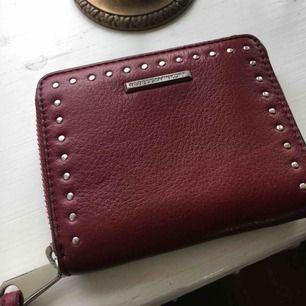 Röd/Vinröd plånbok från Rebecca Minkoff Oanvänd