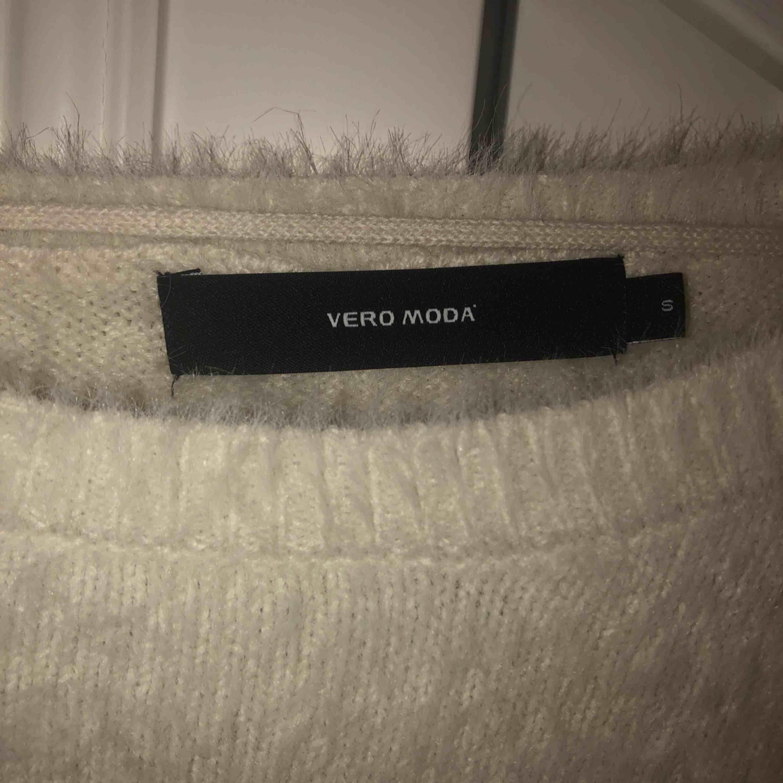 Supermysig tröja ifrån Vero Moda. Aldrig använd! Köparen står för frakten✨. Huvtröjor & Träningströjor.
