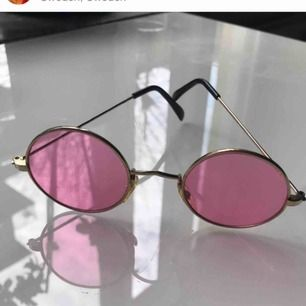 Säljer mina jättesnygga rosa runda solglasögon :) OBS! Dem svara är redan sålda!! Skriv om du har några frågor!