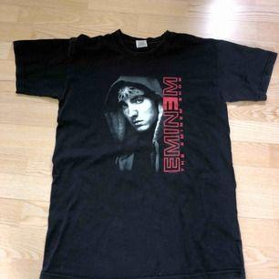 Säljer en Vintage Eminem t-shirt från 2003. Släpper den för 250 kr vilket är ett grymt pris då den online går för 600kr