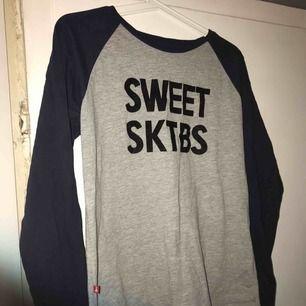 Långärmad tröja från Sweet sktbs, aldrig använd.
