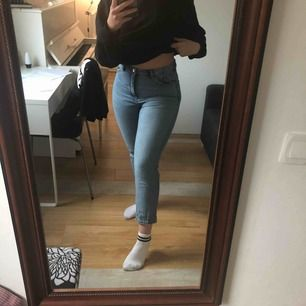 fina jeans från Monki (storlek M). Säljer då de ej kommer till användning. Väldigt fint skick. Köpare står för frakt