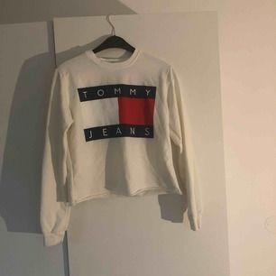 Jättefin äkta TH-tröja som jag croppat själv! Aldrig använd, fint skick. Köpare står för frakt