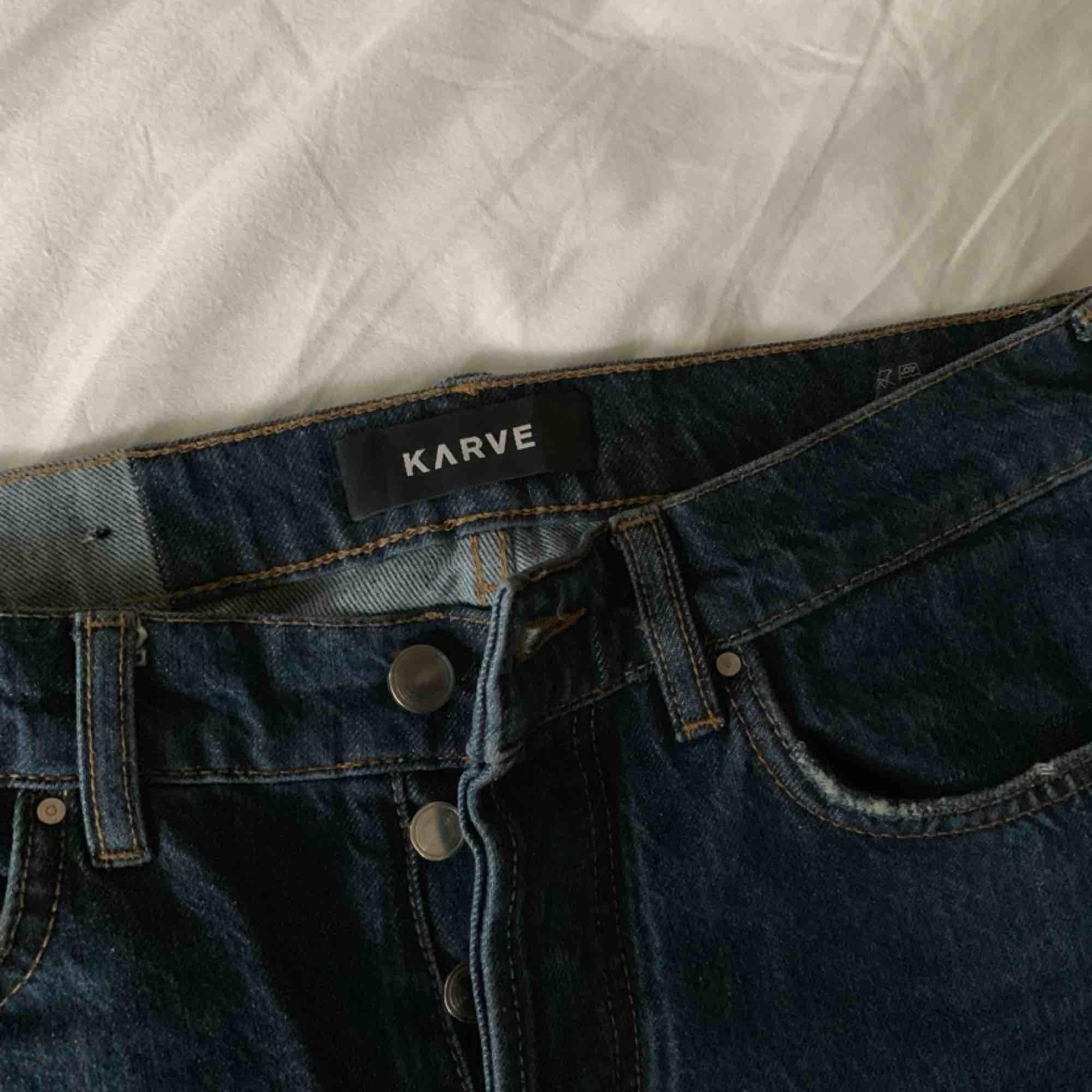 Mörkblåa girlfriend jeans. Jeans & Byxor.