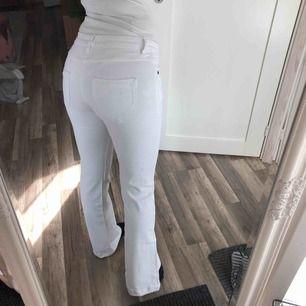Supersnyggt formande bootcut jeans med lappen kvar (oanvända) 🌞