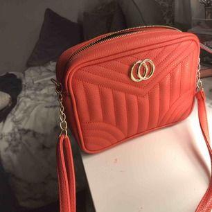 Jätte fin röd axel väska Nästan helt o använd