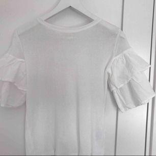 Jättefin t-shirt, knappt använd.  Passar mellan XS & S (Priset går att diskutera)