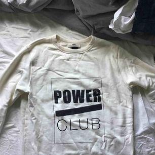 En unisex tröja från Hope, strl 36 för kvinnor och strl 46 för män.