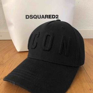 Äkta DSquared keps, svart icon. Köpt i butiken i London ! Knappt använd, som helt ny!