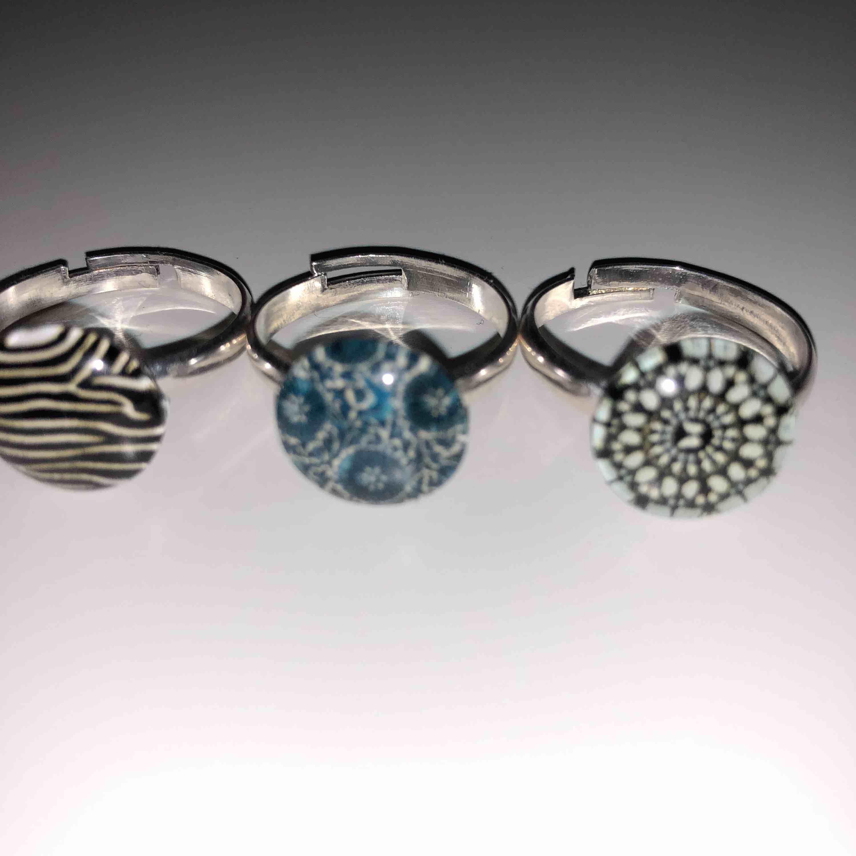 Unika och handgjorda justerbara ringar i olika fina motiv, bland annat zebra, tiger och paisley. 30kr/st eller alla för 100kr!! (50kr rabatt) Jag står för frakten! . Accessoarer.
