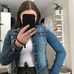 Säljer min finaste jeansjacka då den blivit för liten❗️
