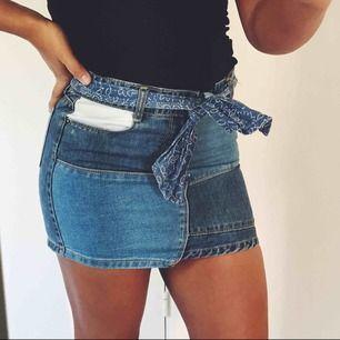 as snygg kjol i storlek 158 (xs), fint skick! jag fraktar men köparen står för frakten, kontakta mig om du vill ha fler bilder💗