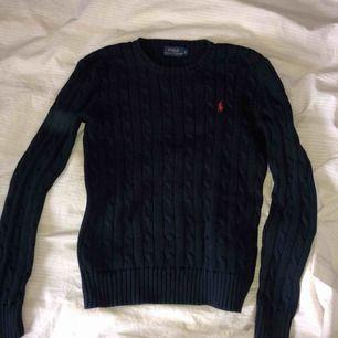 En stickad tröja ifrån Ralph Lauren i storlek S.  Köparen står för frakten 🌸