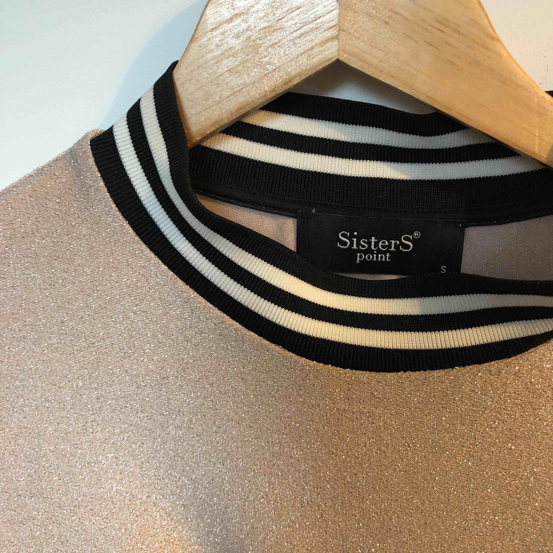 Underbar blus/tröja från sisters point. Nypris: 599:-. . Blusar.