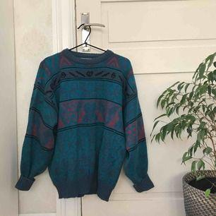 """FantAstisk """"norsk"""" dubbelstickad tröja i retrofärger från beyond retro. Storlek M, passar även S!"""