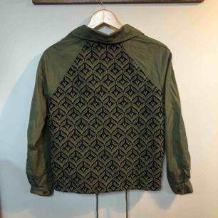 Roxy jacka köpt i Australien. Väldigt fint skick. Nypris: 999:-