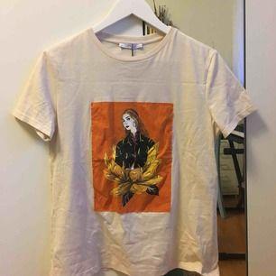 Jättefin oanvänd t-shirt från Zara! Köparen står för frakt :) Köpt för 169kr