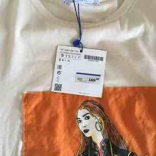 Jättefin oanvänd t-shirt från Zara! Köparen står för frakt :) Köpt för 169kr. T-shirts.