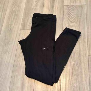 Helt oanvända Nike träningstights. Köpare står för frakt!😊