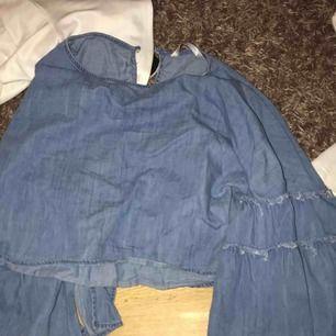 Jätte fin tröja med volanger från Zara!
