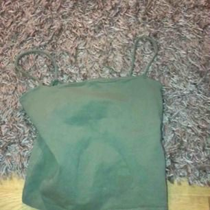 Fint linne från ginatricot! Dock en liten skada men det är inget som märks!