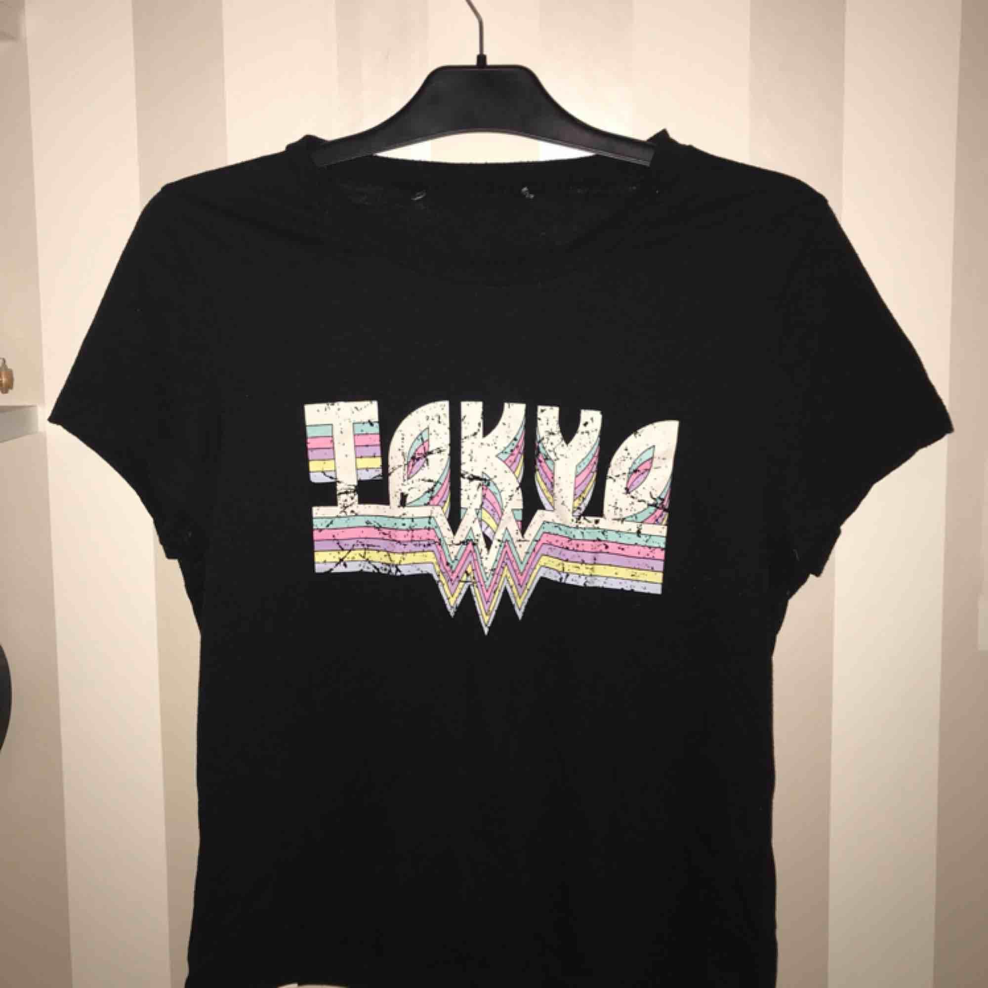 Inte min stil längre men väldigt snygg, nypris 200 . T-shirts.