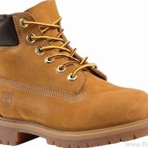 Säljer mina Timberland skor som jag knappt använt, frakt ingår inte