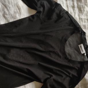 Långärmad mesh-tröja från weekend, använd 1 gång