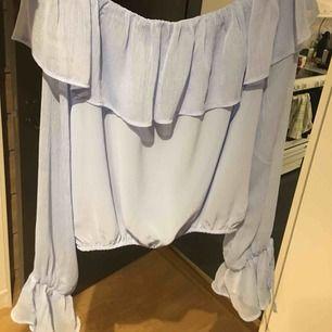 Superfin tröja från Bikbok som använts 2-3 gånger. Priset är 250 med frakt men kan mötas upp i Skara/Skövde🌺