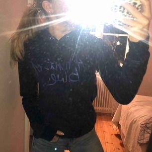 Mysig marinblå hoodie. Köpare står för frakt!😊