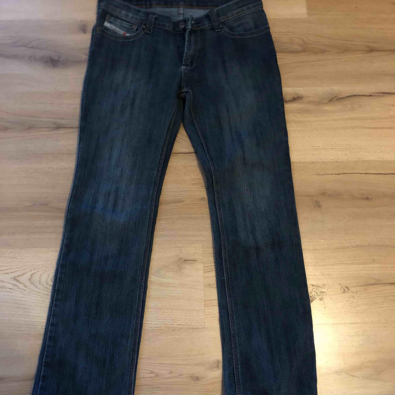 Ett par jeans från diesel. Köparen står för frakt😊. Jeans & Byxor.