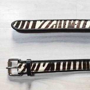 Coolt bälte köpt på secondhand med faux zebramönster. Frakt tillkommer 🌹