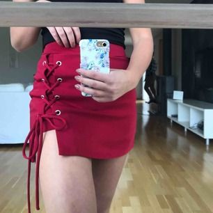 Ett par shorts som ser ut som en kjol vilket är sååå skönt. I dem står det S men skulle säga att de passar mer än XS. Köptes utomlands. Fraktar med köparen står för fraktkostnad☺️