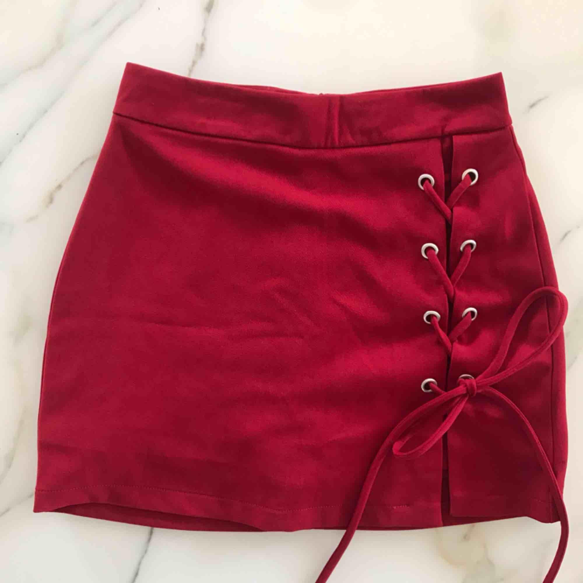 Ett par shorts som ser ut som en kjol vilket är sååå skönt. I dem står det S men skulle säga att de passar mer än XS. Köptes utomlands. Fraktar med köparen står för fraktkostnad☺️. Kjolar.
