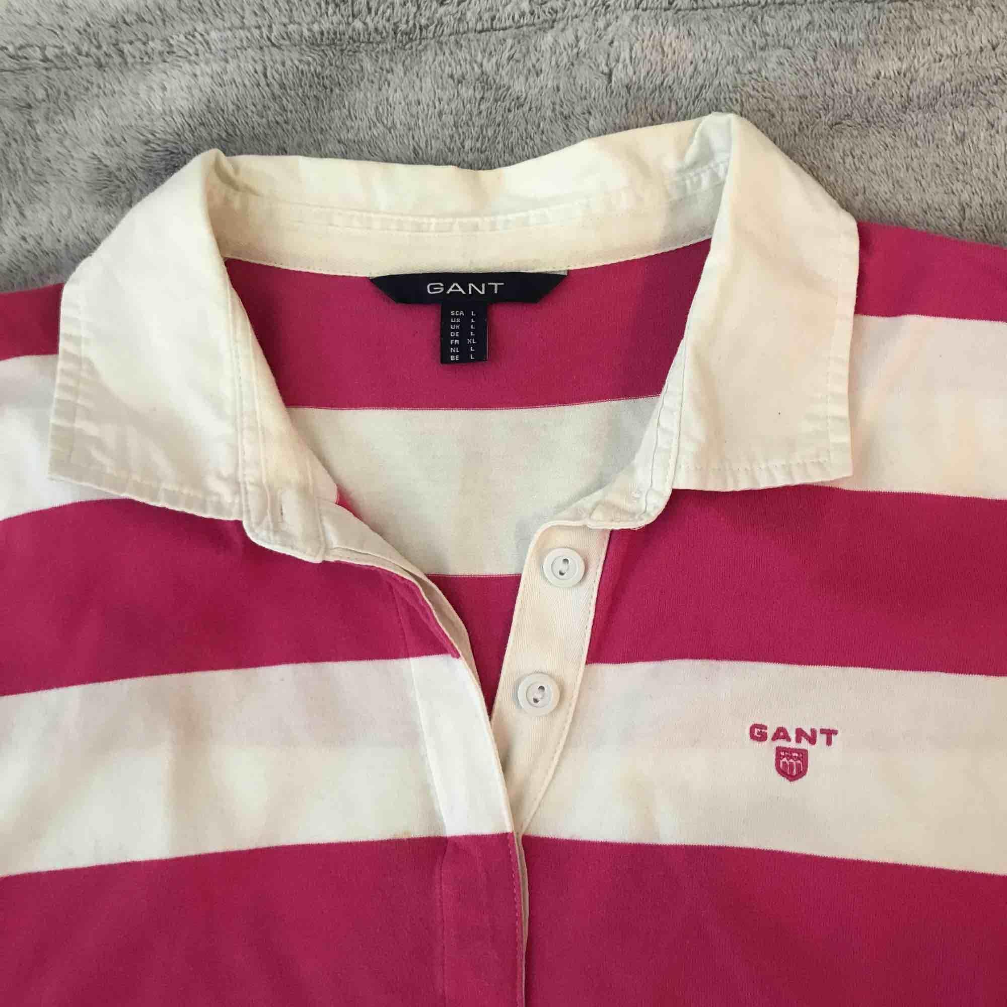 Långärmad pikétröja från Gant strl L som är rosa & vit randig. Super mjuk. . Övrigt.