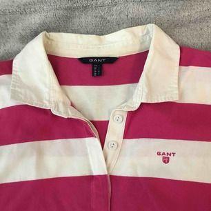 Långärmad pikétröja från Gant strl L som är rosa & vit randig. Super mjuk.
