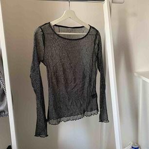 Glittrig mesh-tröja! Skitsnygg till fest i sommar eller vinter.