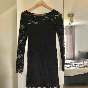 Svart spetsklänning. Köpare står för frakt!😊