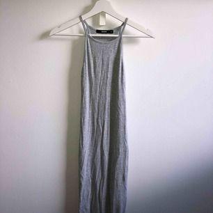 Stretchig, ribbad långklänning från bikbok💭