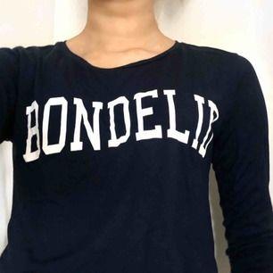 Marinblå Bondelid tröja med 3/4 armar. Köpare står för frakt!😊