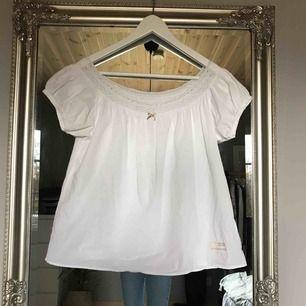 Riktigt fin Odd Molly blus! Kritvit och aldrig använd, köparen står för frakt 🌟  storlek 0 (xs)