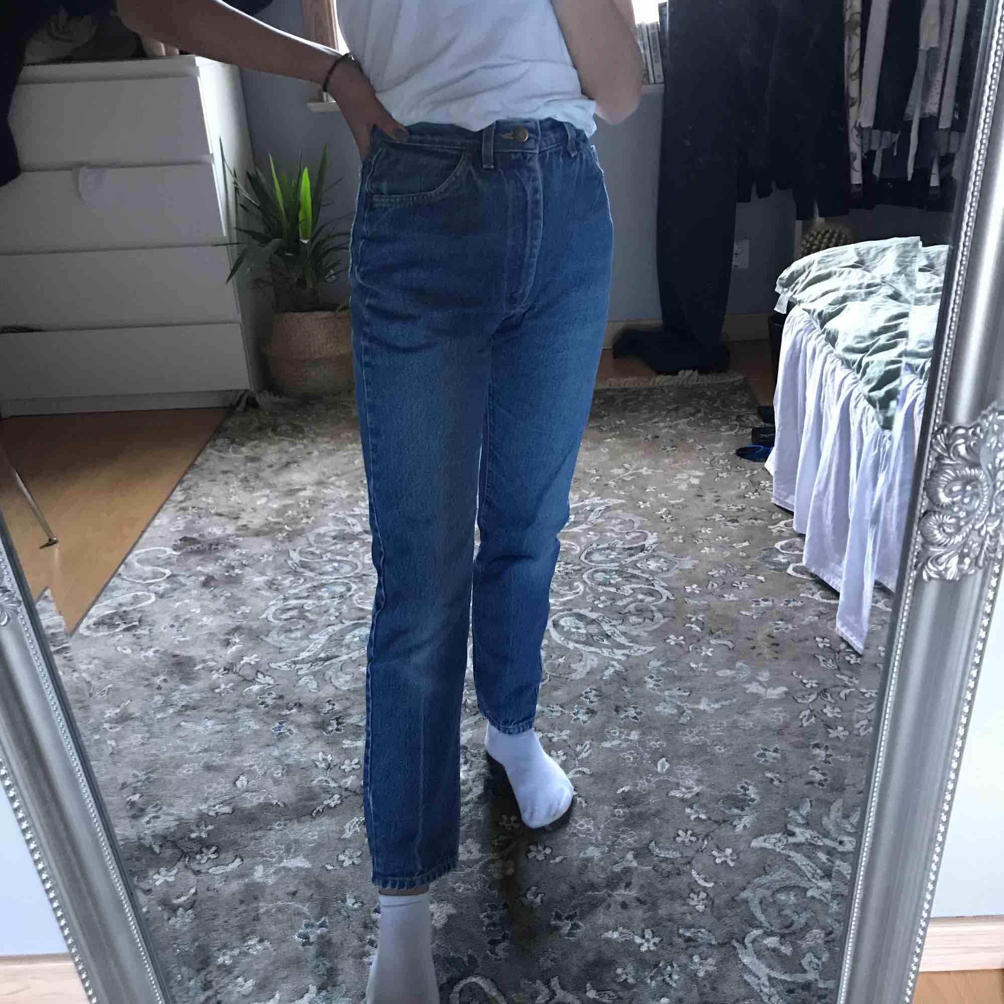 Vintage Lee jeans! Storlek s (jag är 161cm lång). Jeans & Byxor.