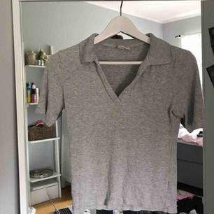 Ribbad tröja från weekday, frakt ingår i priset!