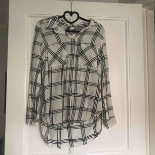 Oversized skjorta från HM. Nyskick. Frakt: 35kr.