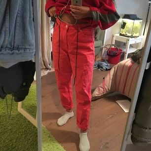 Peach / röda jeans från Monki. Inte mycket använda då dem är förstora! Jättefint skick!!