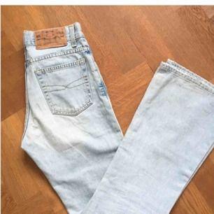 Så snygga jeans från cricket som tyvärr var för små för mig. I jeansen står det att de är storleken W 28 men de är snarare 26/27:or. Superfina bootcut dock och hoppas att någon annan kan få bättre användning för dem 🥰